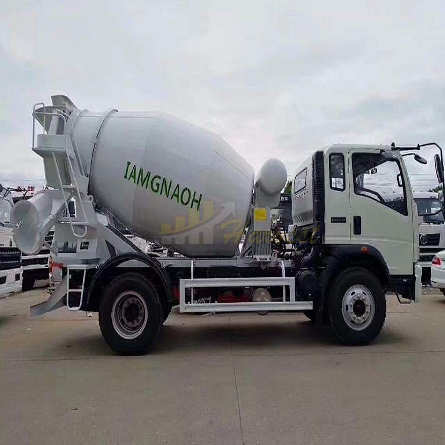 Sinotruk Howo 180HP 4X2 4m3 Concrete Mixer Truck