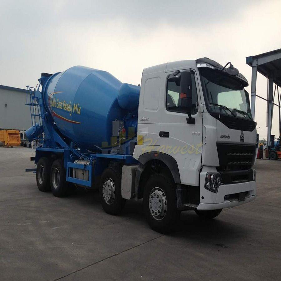 Sinotruk HOWO 8X4 12 Wheeler 12m3 Concrete Mixer Truck