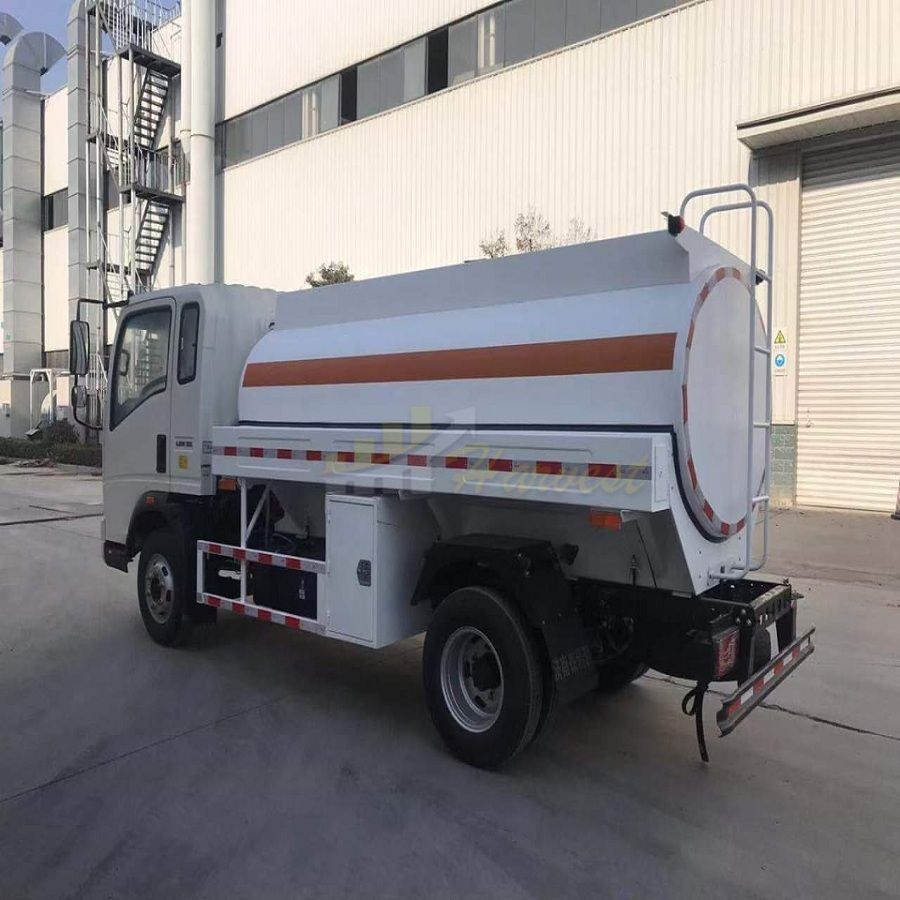 Sinotruk 5000 Liters Fuel Tank Truck from Howo Factory