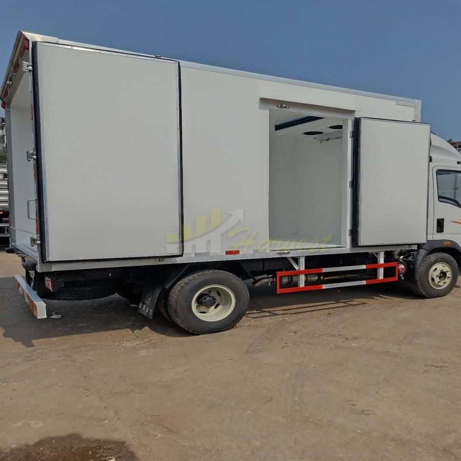 Howo Small Refrigerator Truck for Meat and Fish