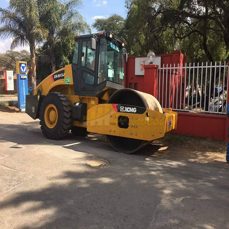 20 Ton XS203J  Single Drum Vibratory Road Roller Compactor in Somalia